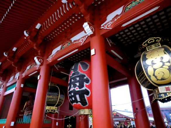 Seeing red — Hozomon Gate, Asakusa